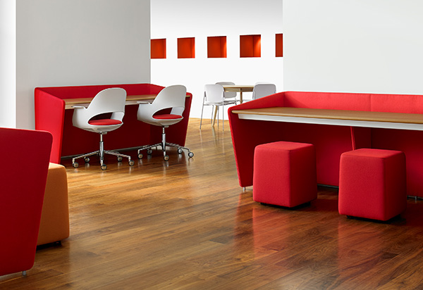 Bernhardt's Hug workstation is offered in widths and heights to suit any work environment.