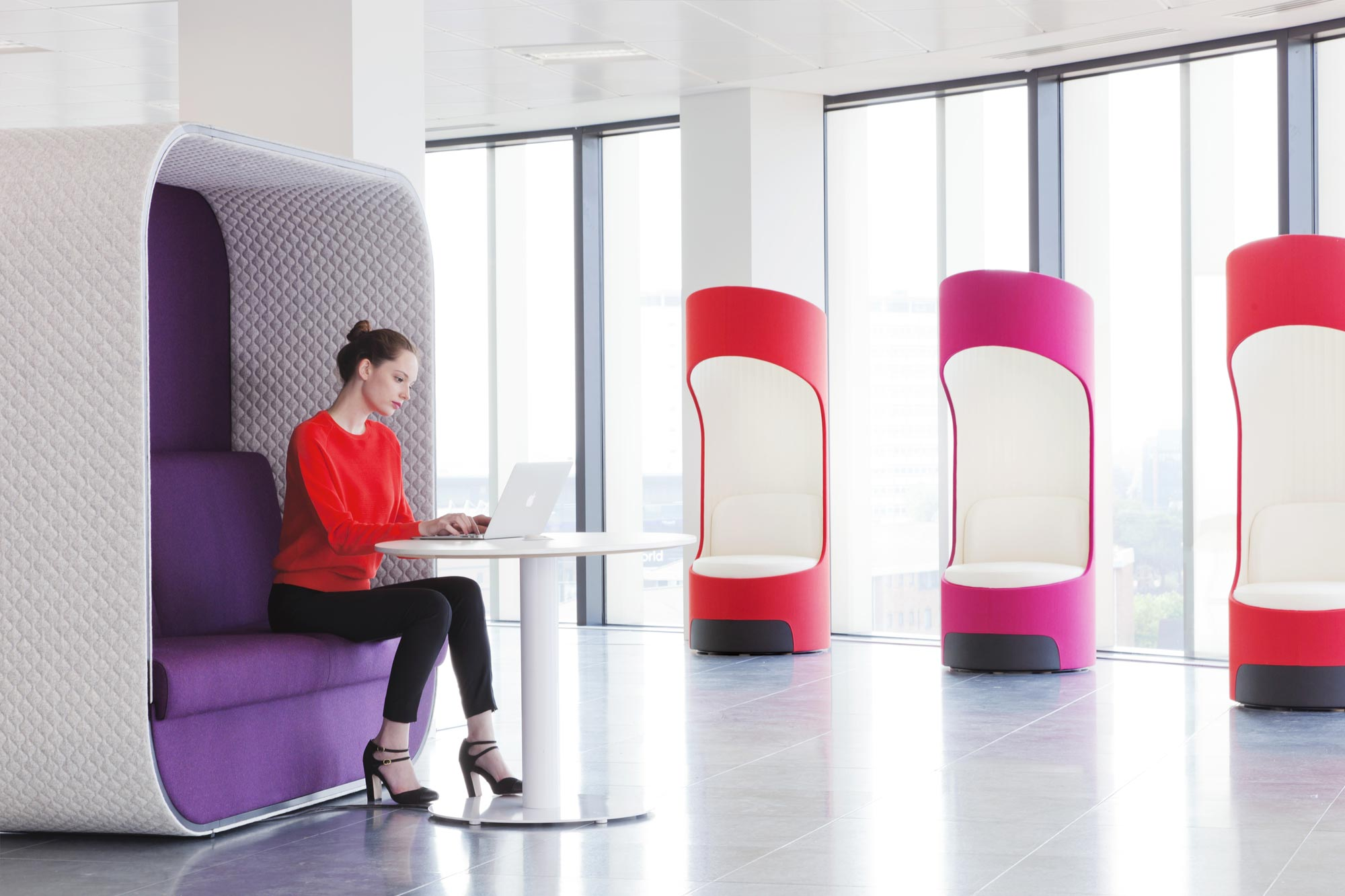 Strikinga balance between privacy and accessibility, these pieces are attractive,comfortable and the perfect places to hunker downwith your team.