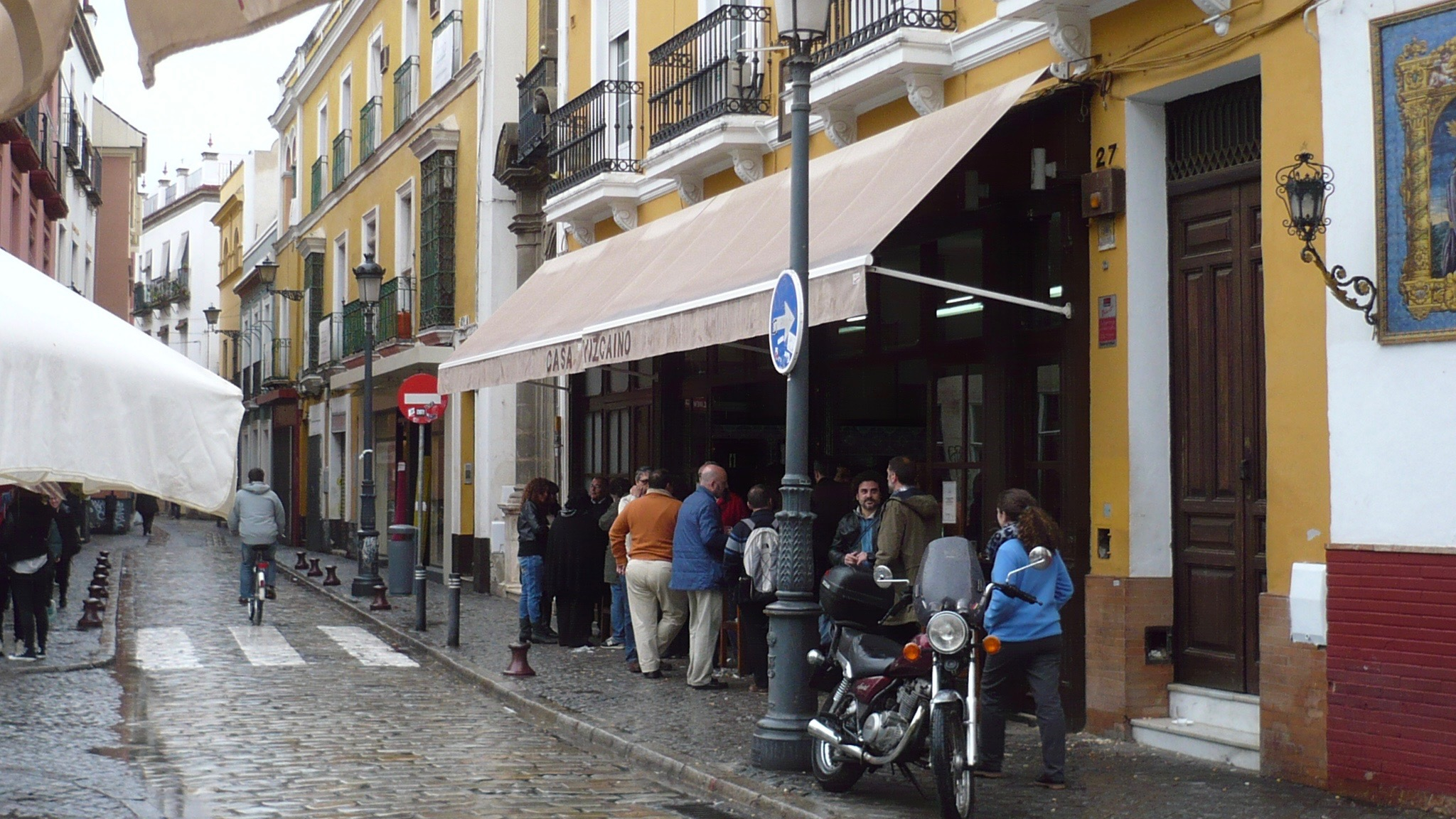 Outside neighbourhood classic, Casa Vizcaino.