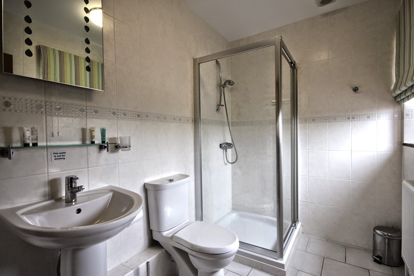 En-suite in Malthouse Holiday Cottage