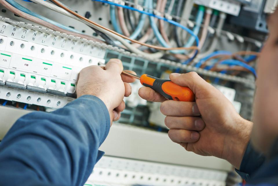 Zakres usług: Instalacje elektryczne Białystok. Montaż rozdzielni elektrycznej