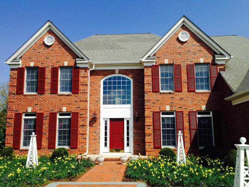 Clean windows on a home in Princeton NJ