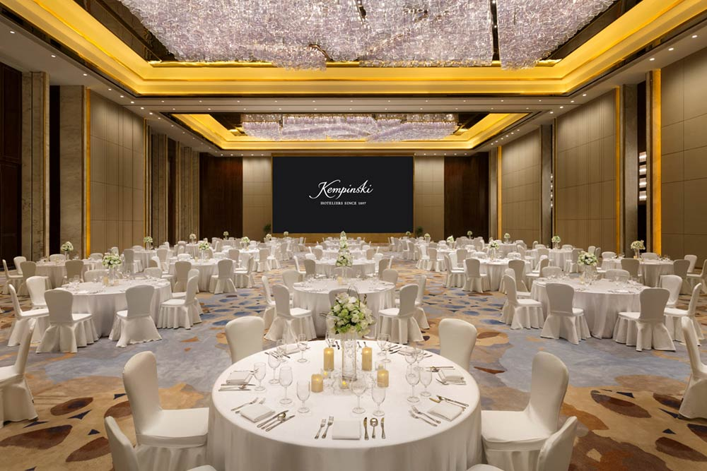 Architectural photography of the Thaihot Grand Ballroom, western wedding banquest setup at Kempinski Hotel Fuzhou