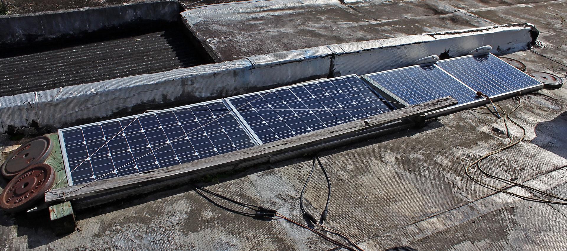 Paneles solares de un sistema de energía solar en Puerto Rico.
