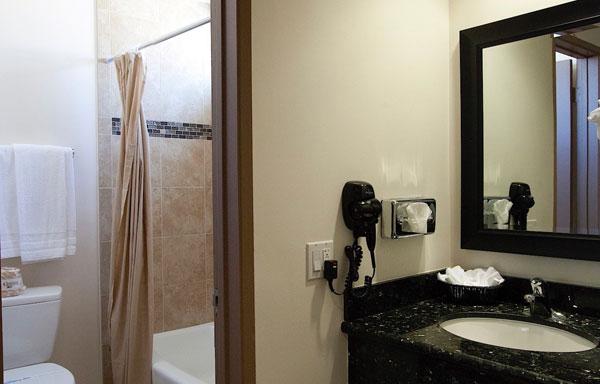 Dunes Inn Sunset Bathroom 01