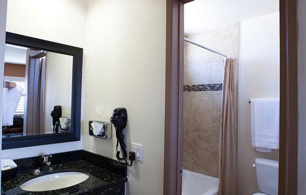 Dunes Inn Sunset Bathroom 05