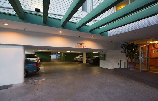 Dunes Inn Wilshire Parking