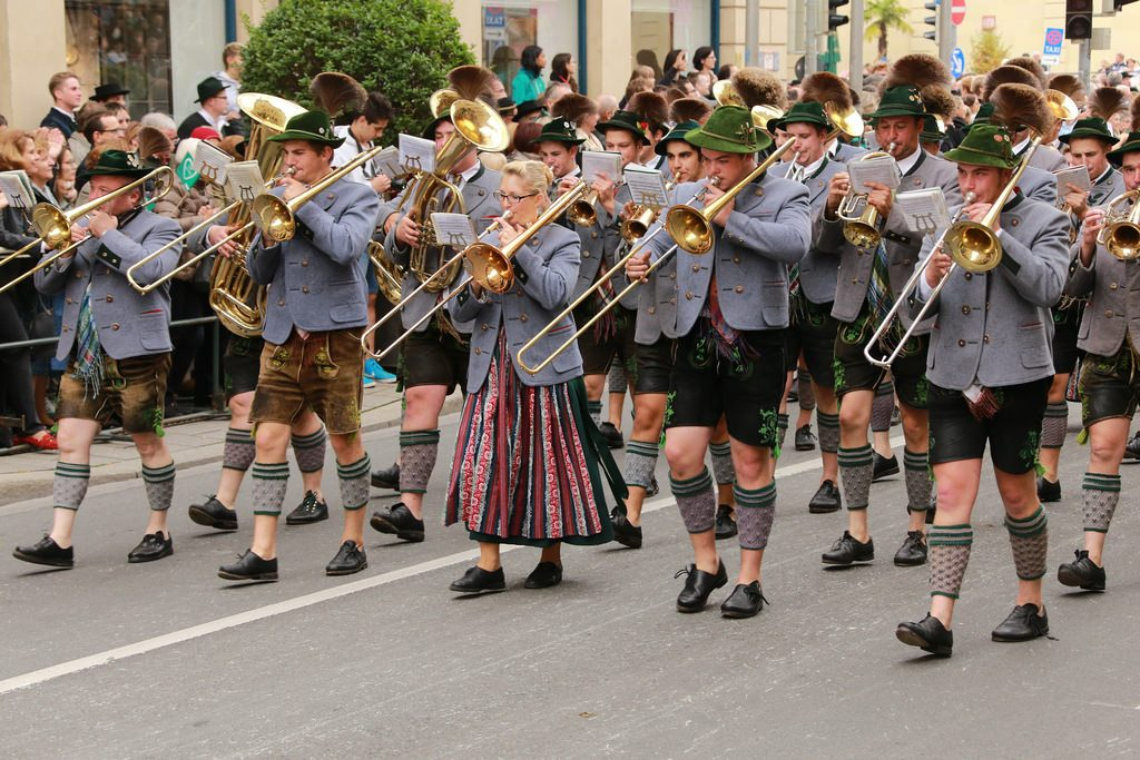 irish playing trumpets