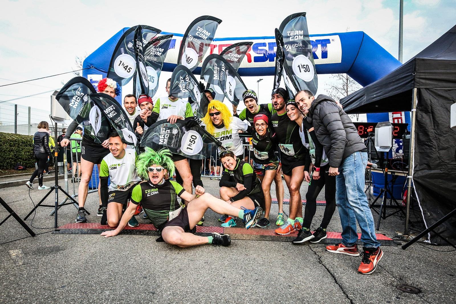 Cyclistes de Run Go Fit, clubs locaux et/ou véhicules électriques