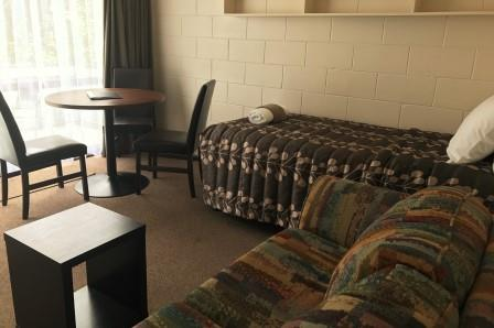 1 Bedroom Unit Living - Anderson Park Motel
