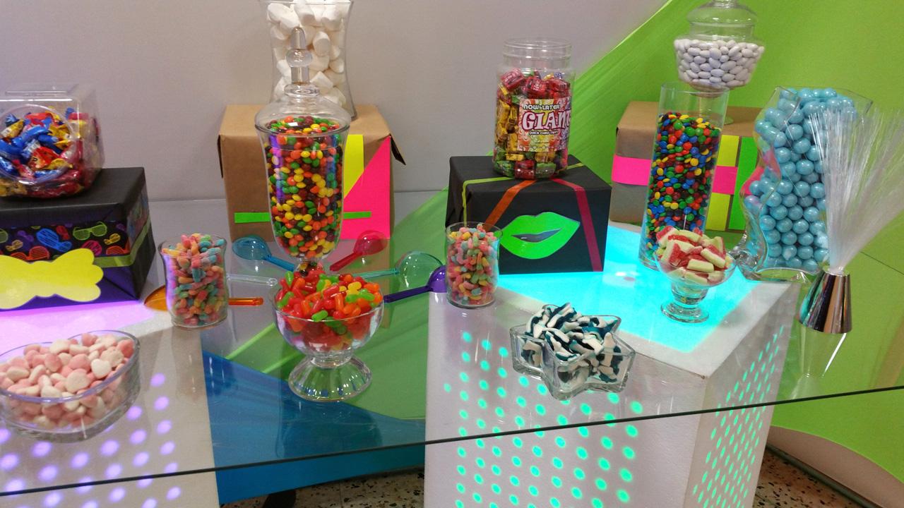 Candybar colorido con iluminación LED.
