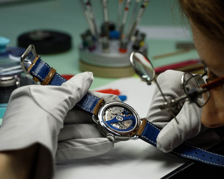 H. Moser & Cie. Heritage Bucherer Blue Editions Hands On