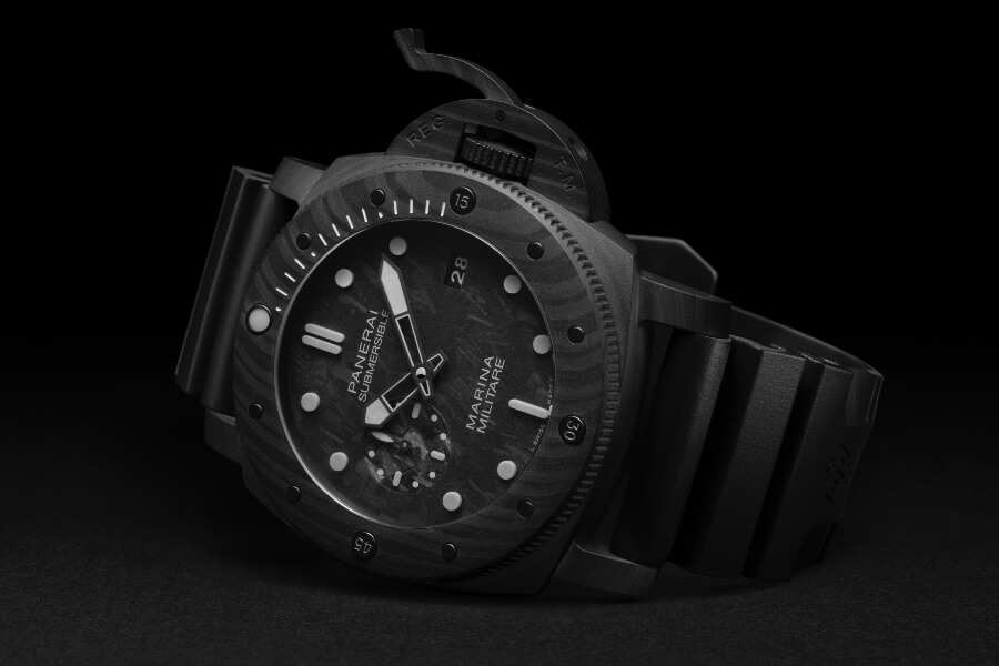 The New Panerai Submersible Marina Militare Carbotech - 47mm