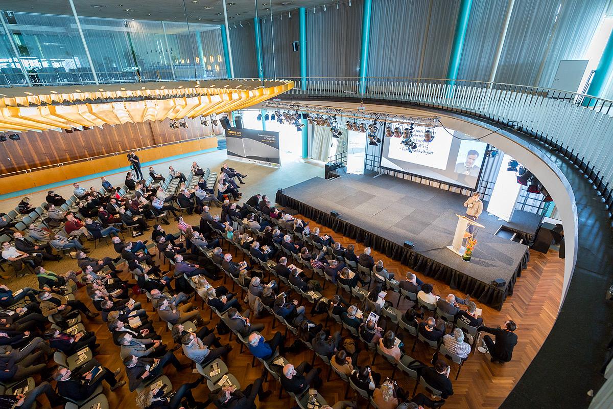 Kongresssaal Fassade 2018: HTCO-Vortrag Strömungssimulation für Architekten und Gebäudeplaner