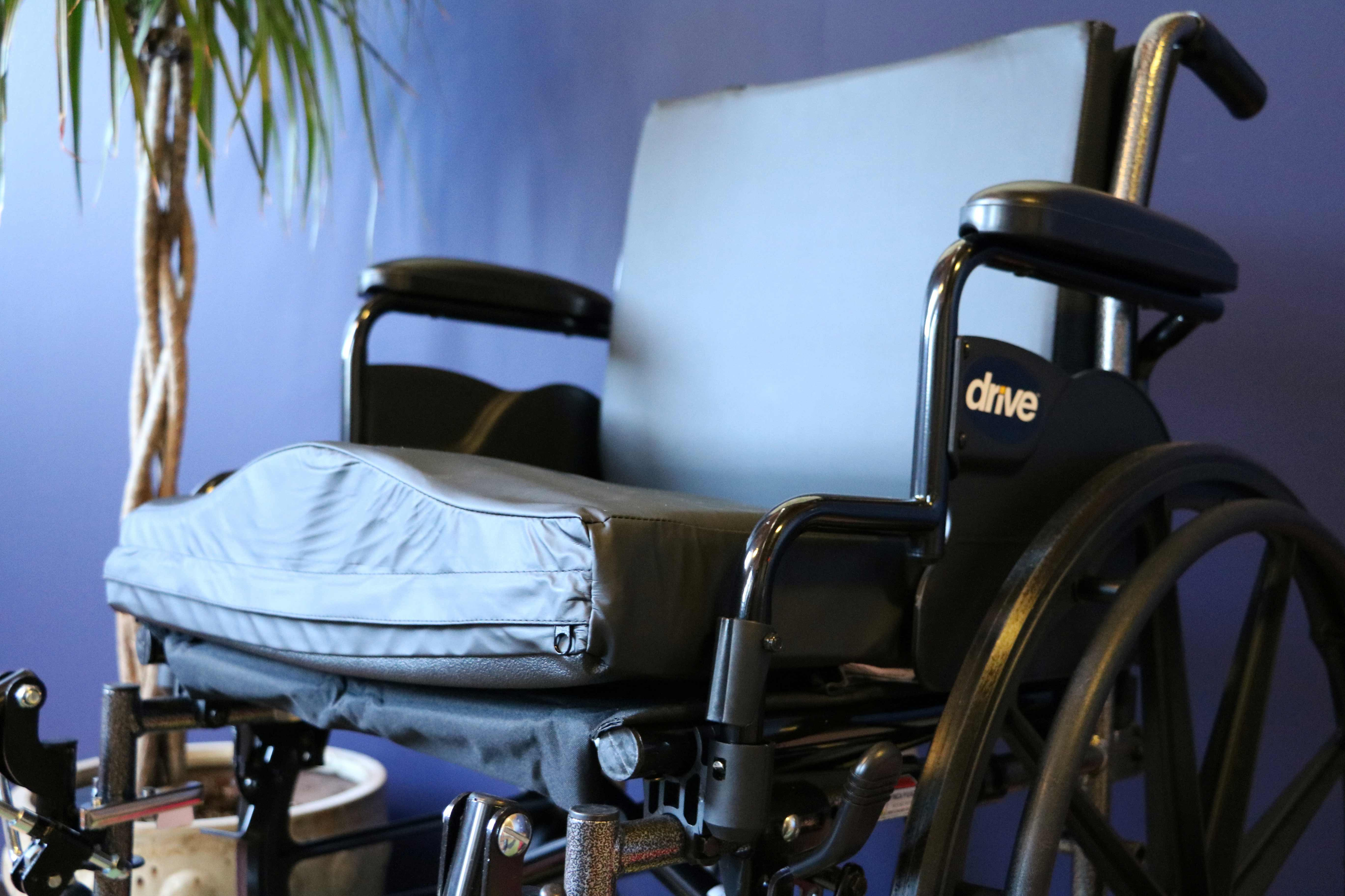 Wheelchair with seat cushion