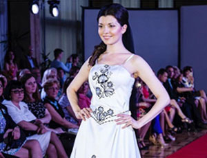 Показ новой коллекции платьев дизайнера Anni Pastor