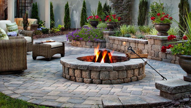 Outdoor Pavestone Firepit