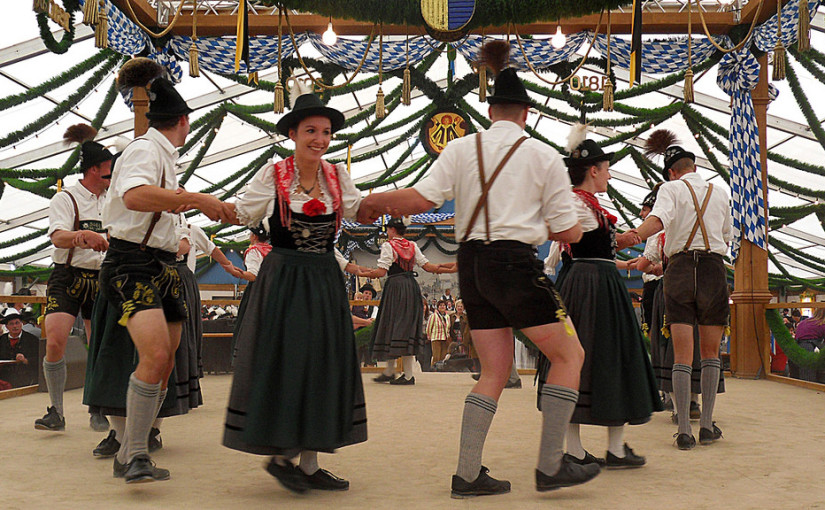 group performing at oktoberfest