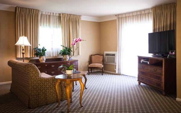 Best Western PLUS Sunset Plaza Balcony Suite Amenities