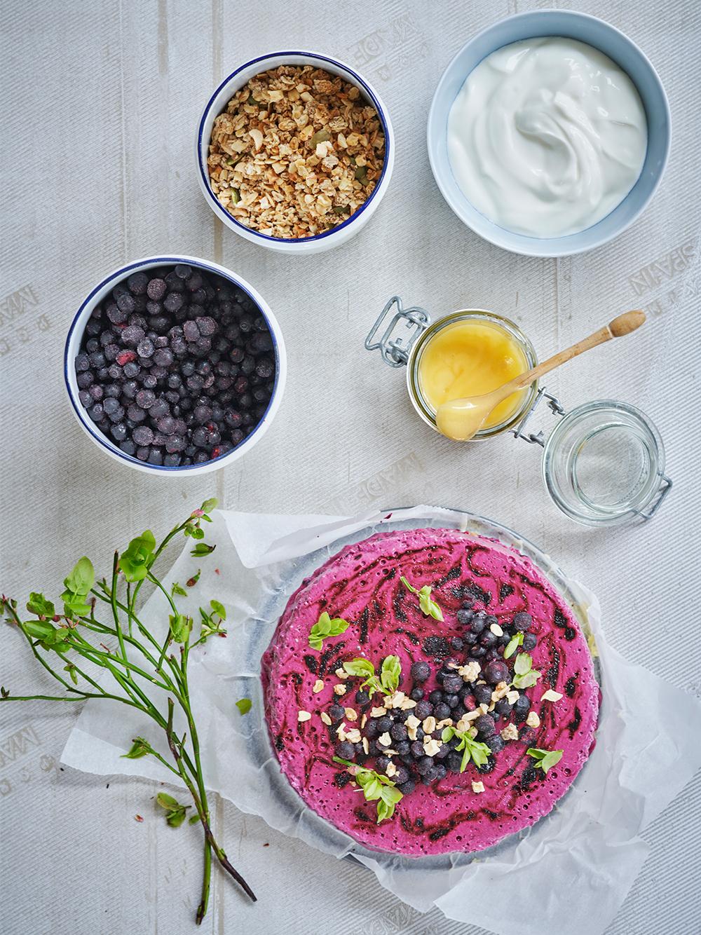 Blåbärsglasstårta