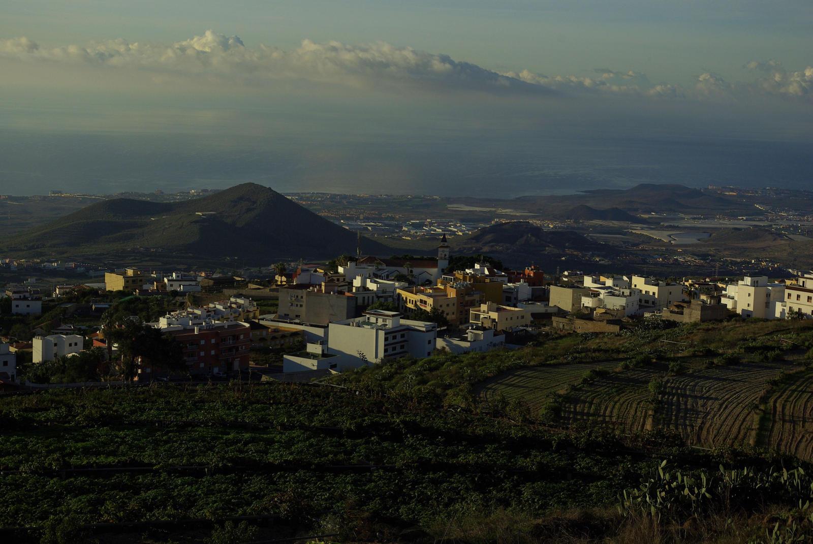 Foto van een landschap met een stad