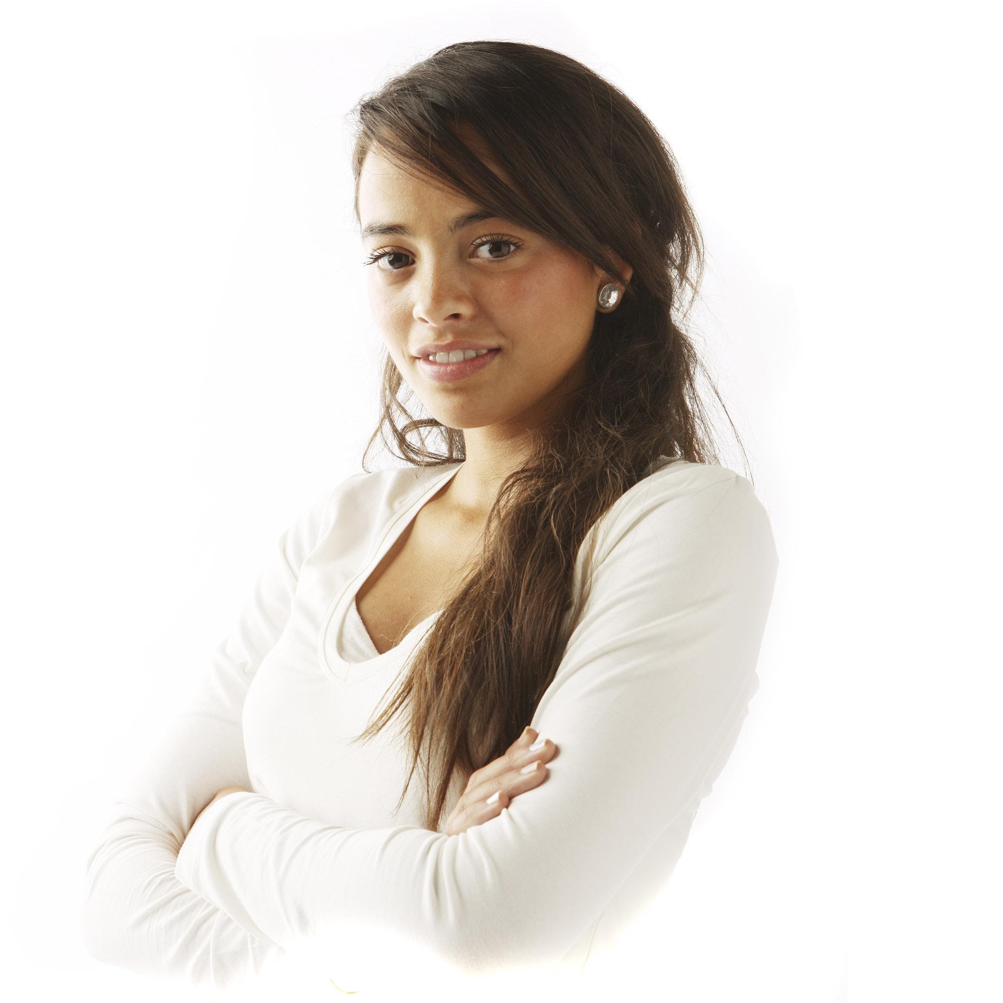 Foto van een meisje met witte kleding en bruin haar