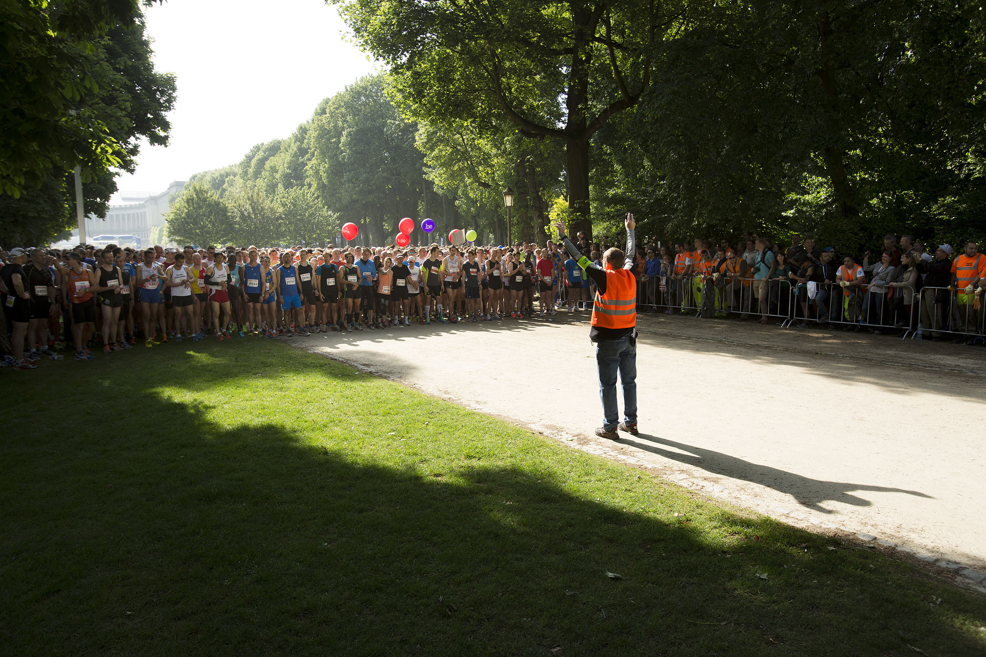 Foto aan start duurloop met veel mensen