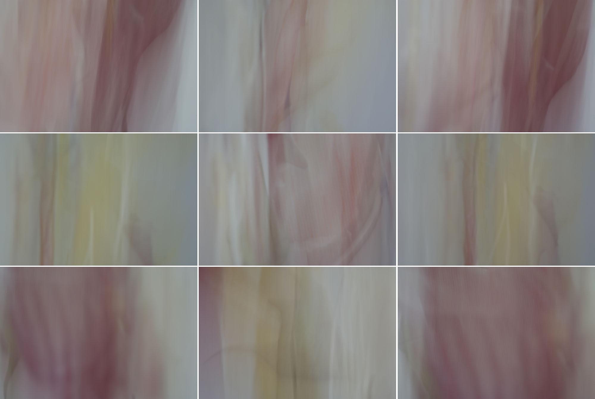 Foto van vage rode vormen met grijs en geel in 9 hokjes