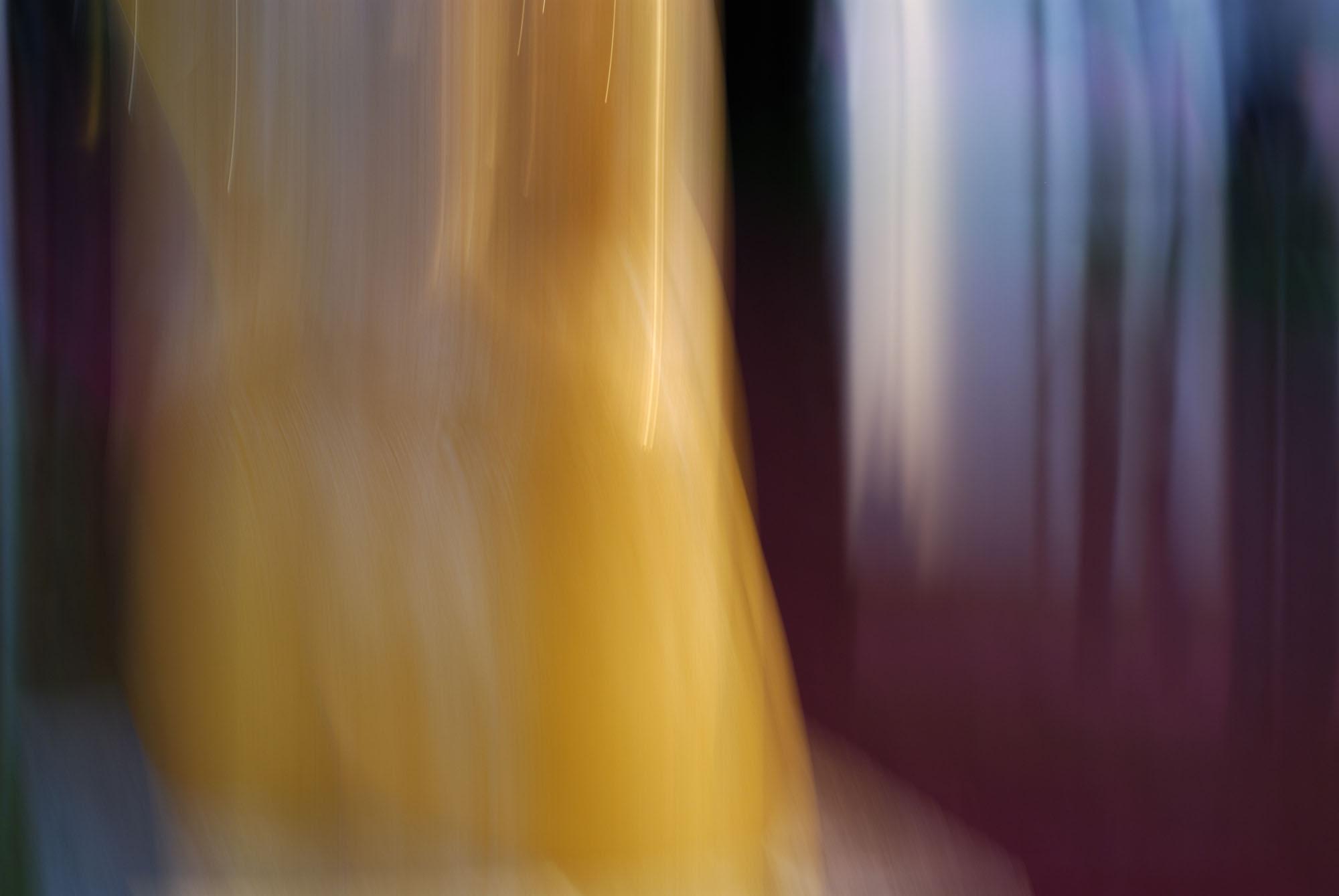 Foto van vage gele en blauwe vormen en paars