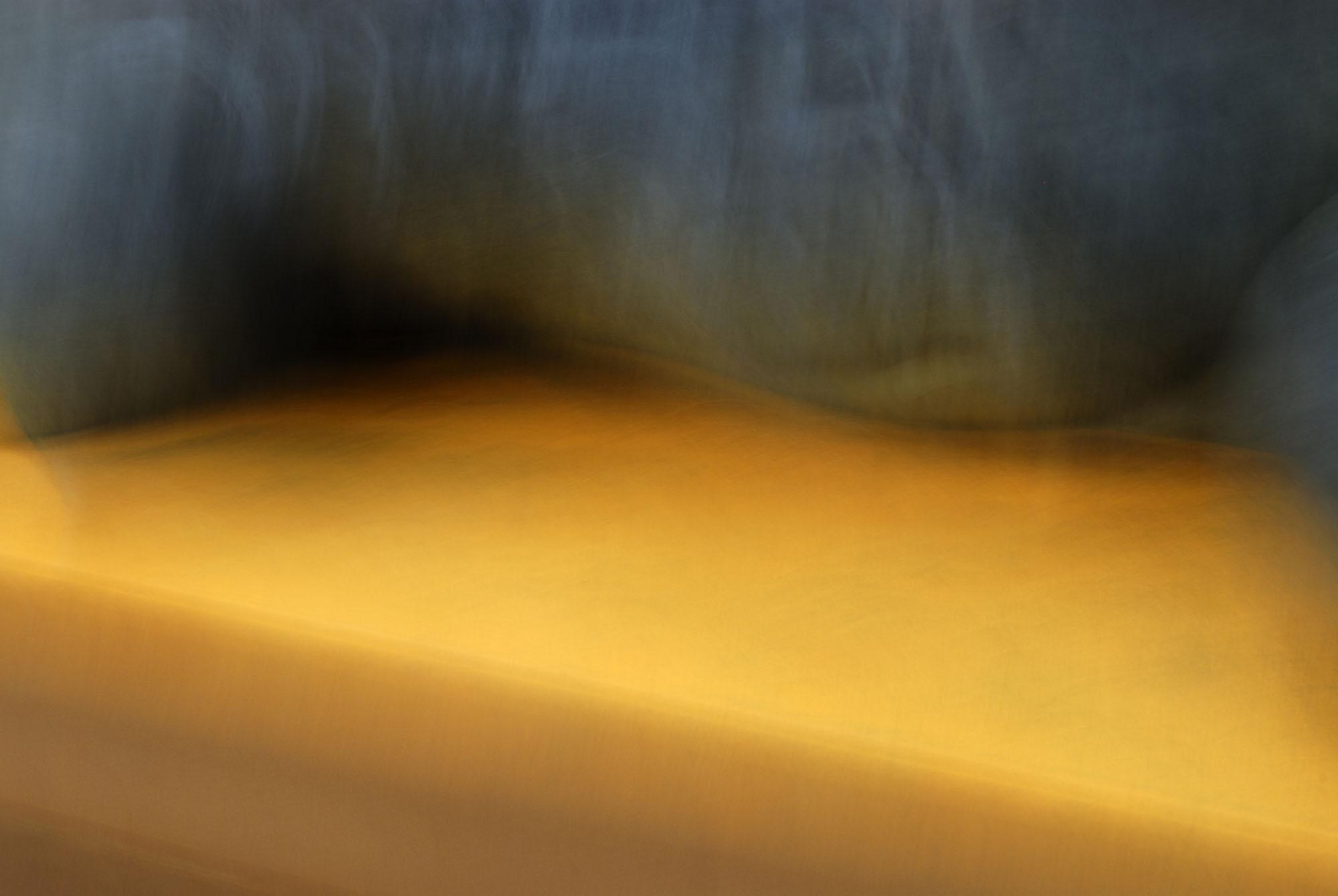 Foto van vage gele en blauwe vormen aan de bovenkant
