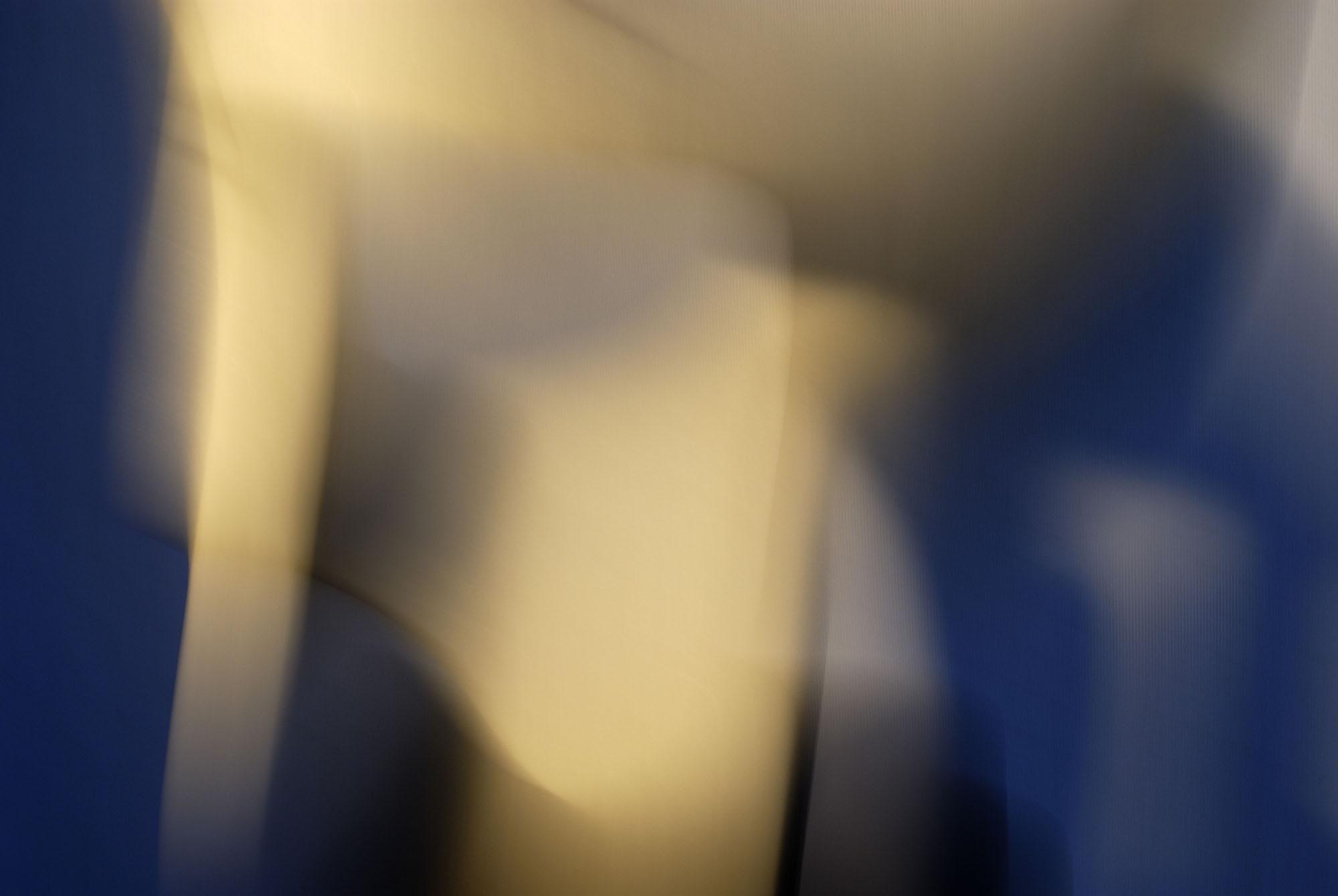 Foto van vage blauwe en gele vormen bewogen
