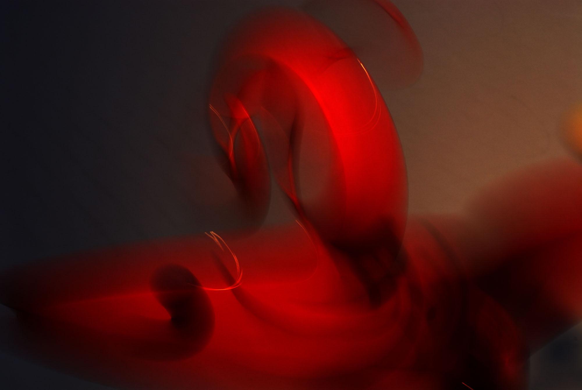 Foto van vage rode vormen gekruld