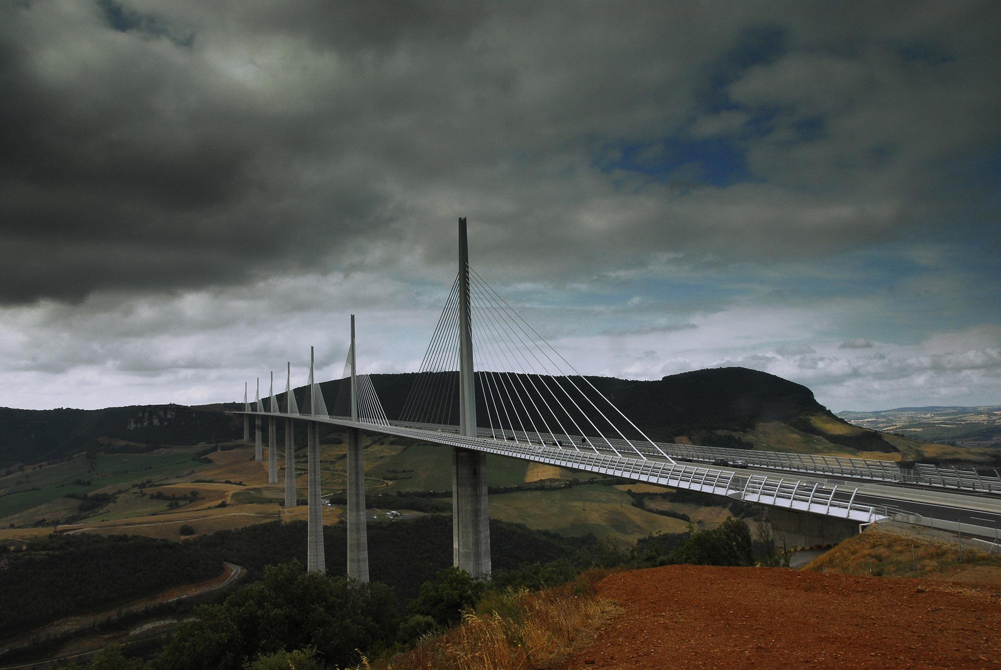Foto van een brug van Milau