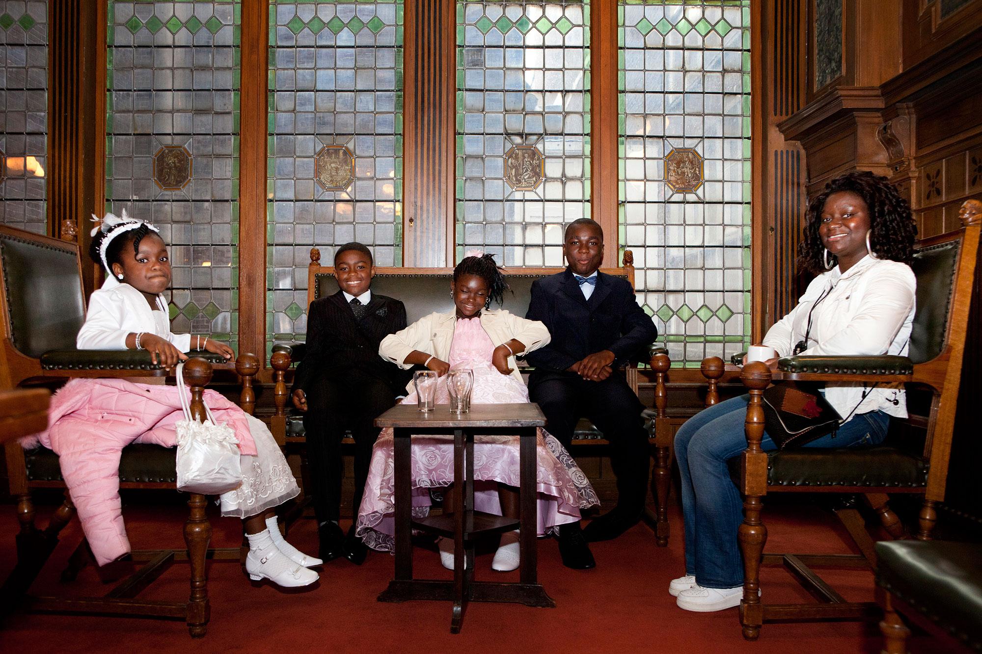 Familie van gospel church op de foto gezet