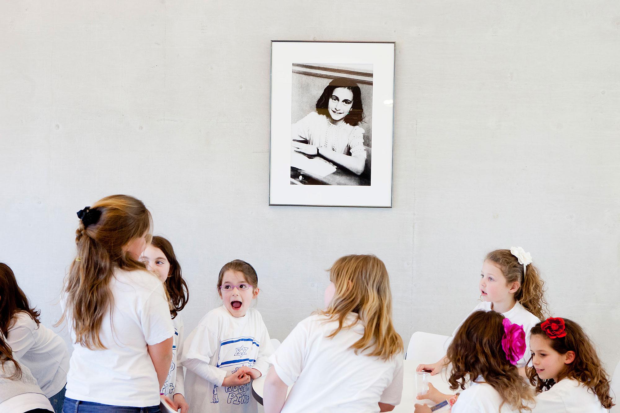 Foto van Amsterdammers en hun geloof, joodse kinderen.