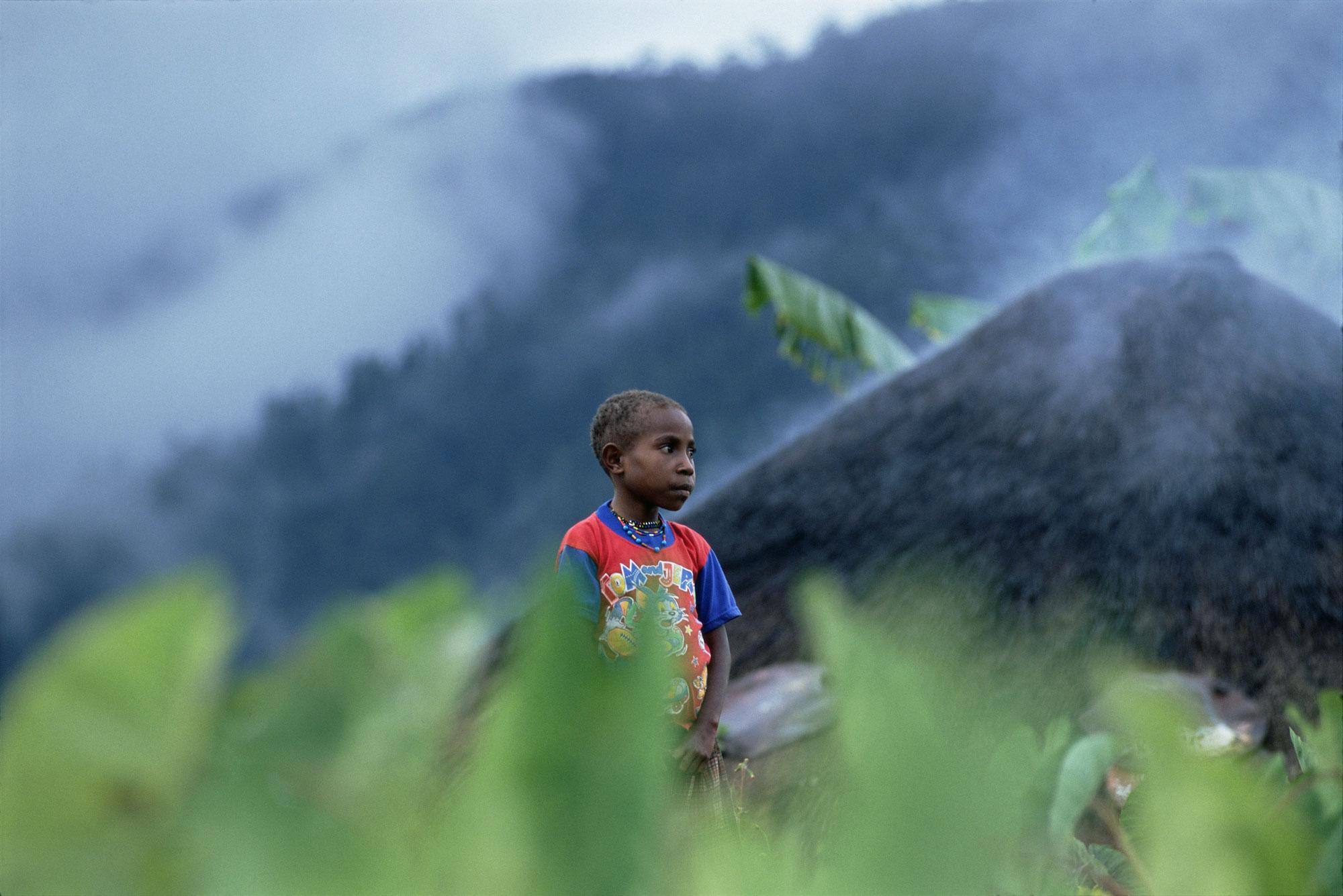 In het binnenland van Irian Jaya runt Dokters van de Wereld een Aidspreventieproject in het dorpje Mulia