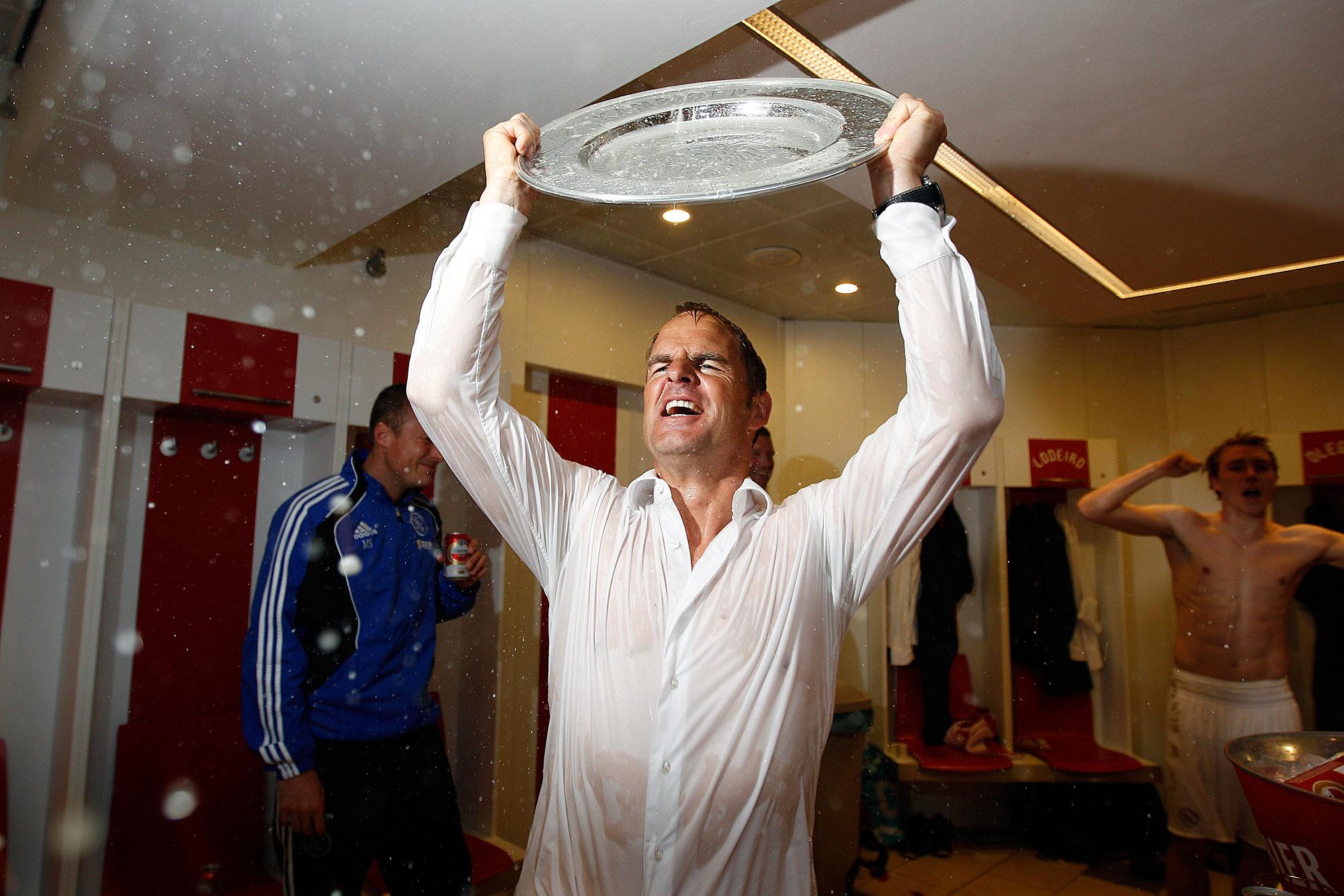 Frank de Boer voetballer met trofee