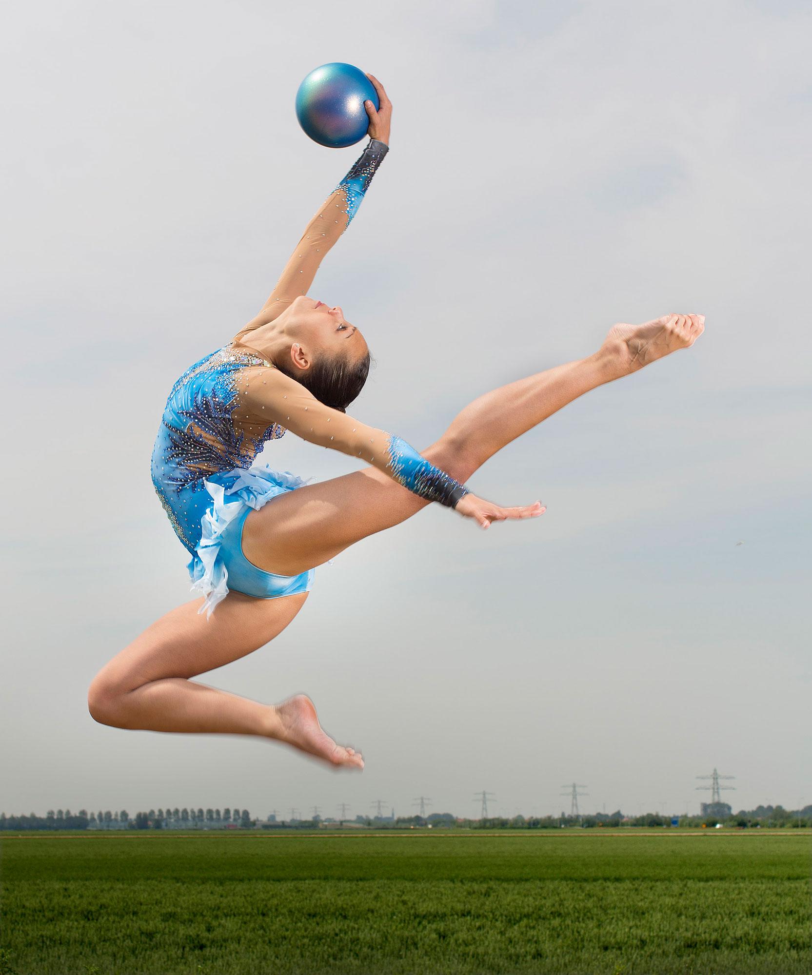 Verena Janga in actie met bal
