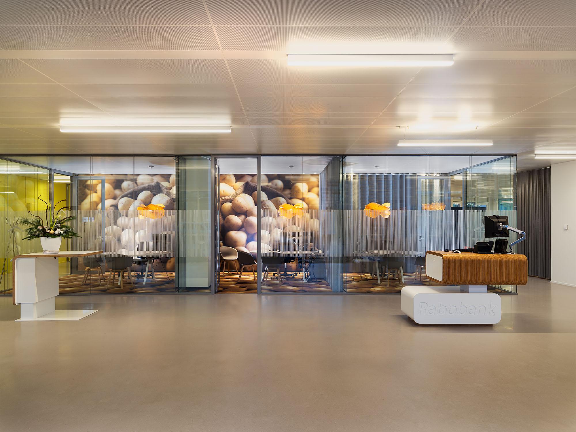 Bij de Rabobank Zuid en Oost Groningen in Stadskanaal is de overstap gemaakt naar Het Nieuwe Werken.