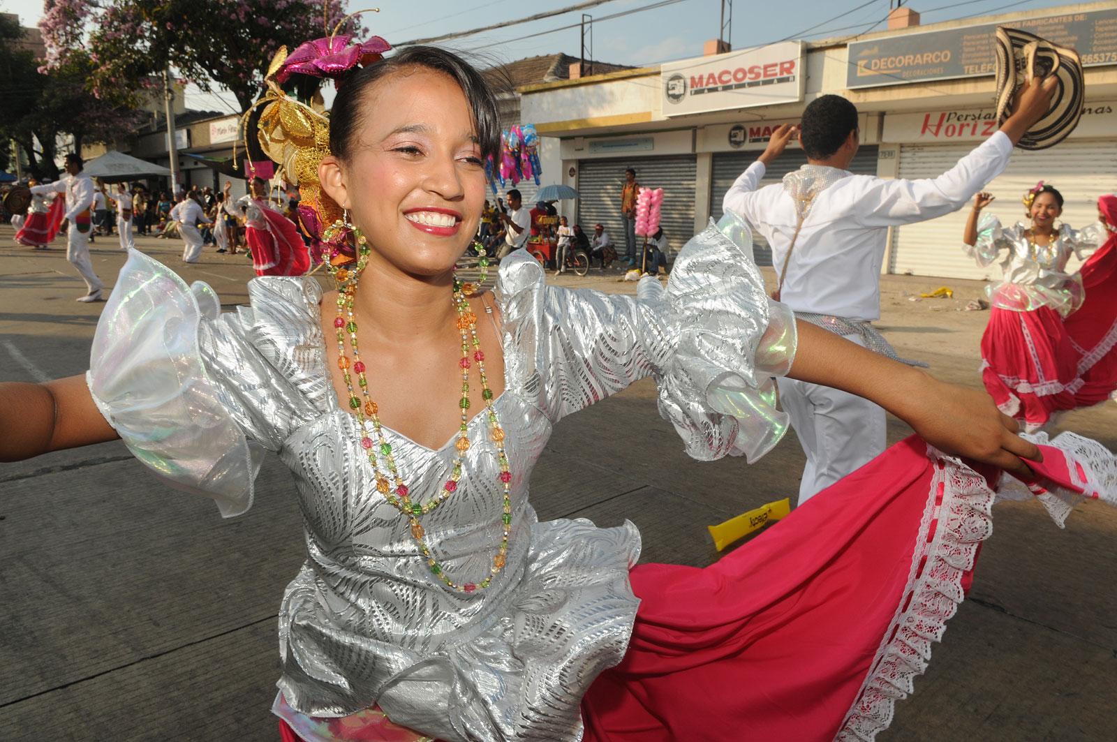 Danseres tijden carnaval in Colombia.