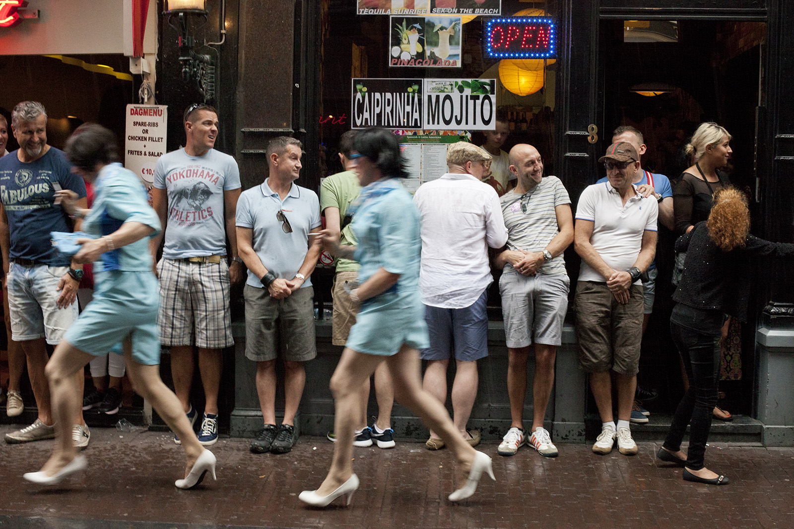 It's raining men, Gay pride, op hakken lopen