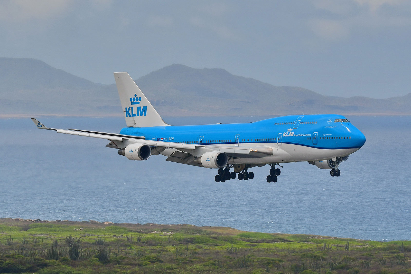 KLM's PH-BFN, B744 approaching the International Airport Hato in Curacao after a almost 9 hour flight from Amsterdam.