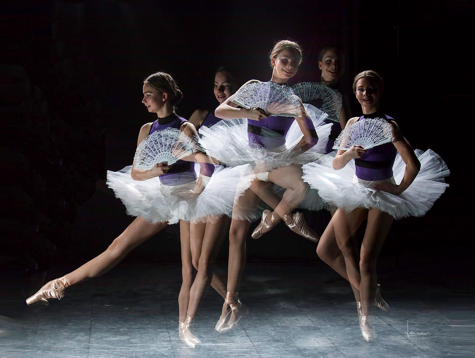 Foto van een jonge ballerina als stroboscoop.