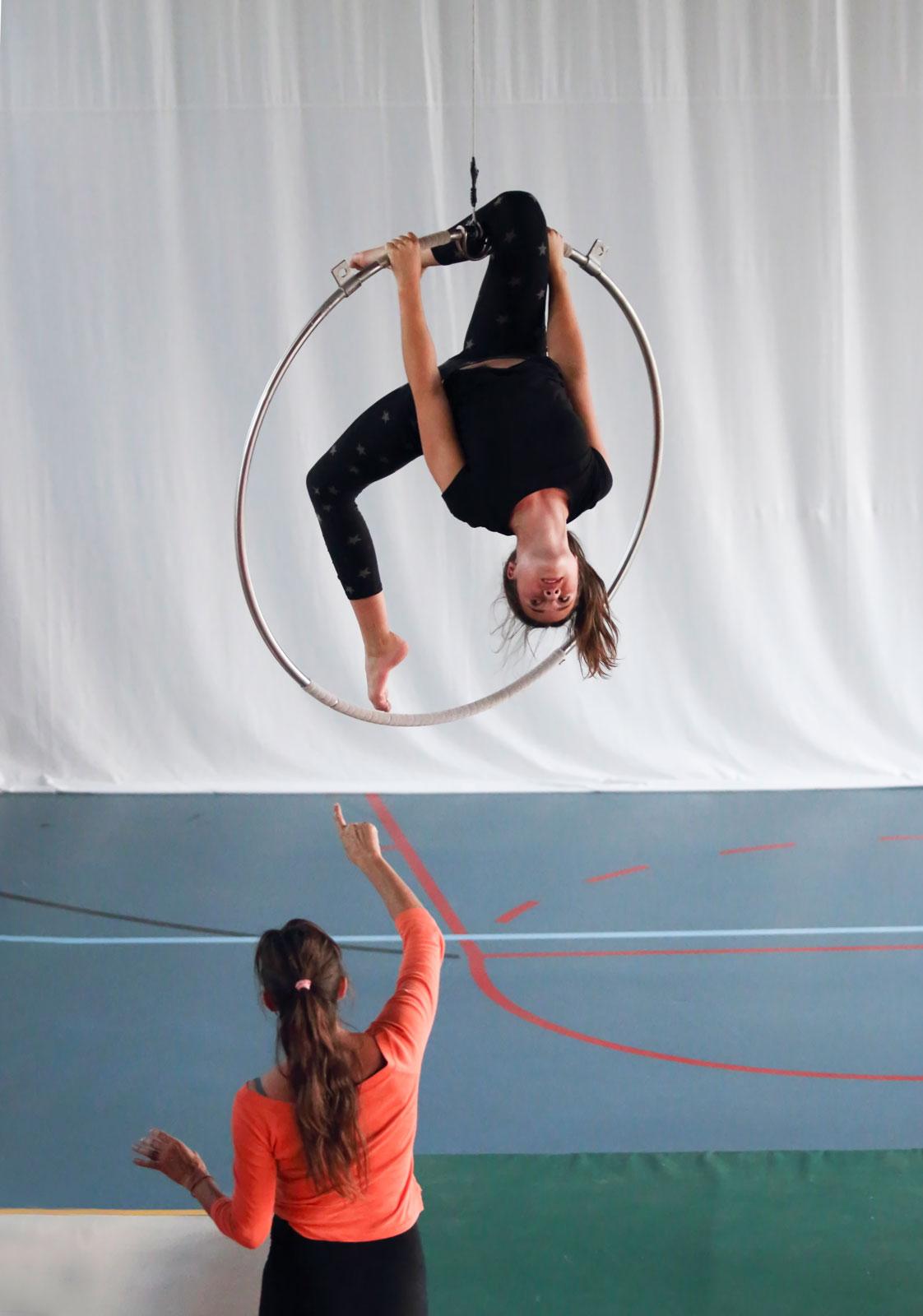 Wij volgen deze acrobate gedurende 1 jaar, haar grote wens is ooit te werken voor Cirque du Soleil.