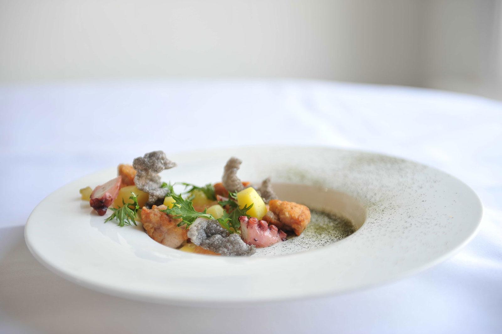 Salade van pulpo en Kalfszwezerik
