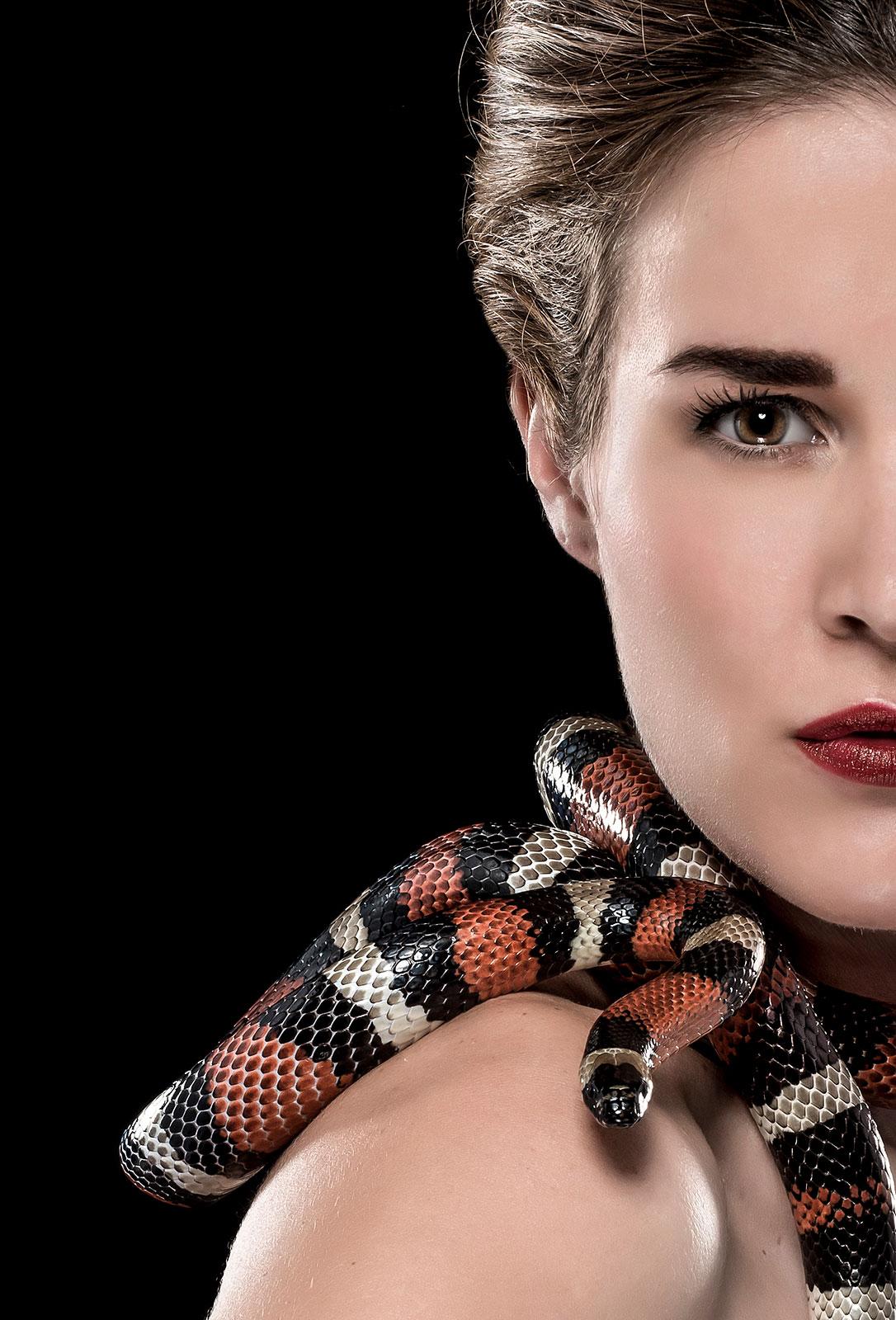Léahnan, deelneemster aan snakeshootevent
