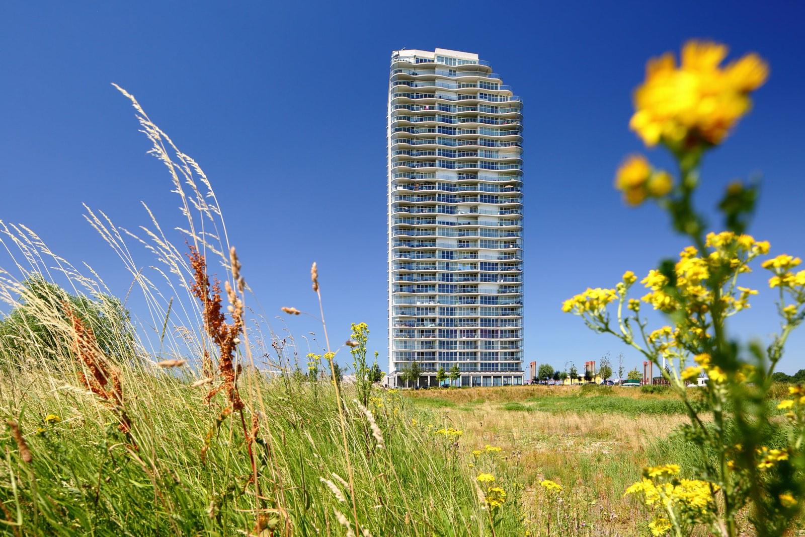Futuristische flat in de polder door Wilmar Dik