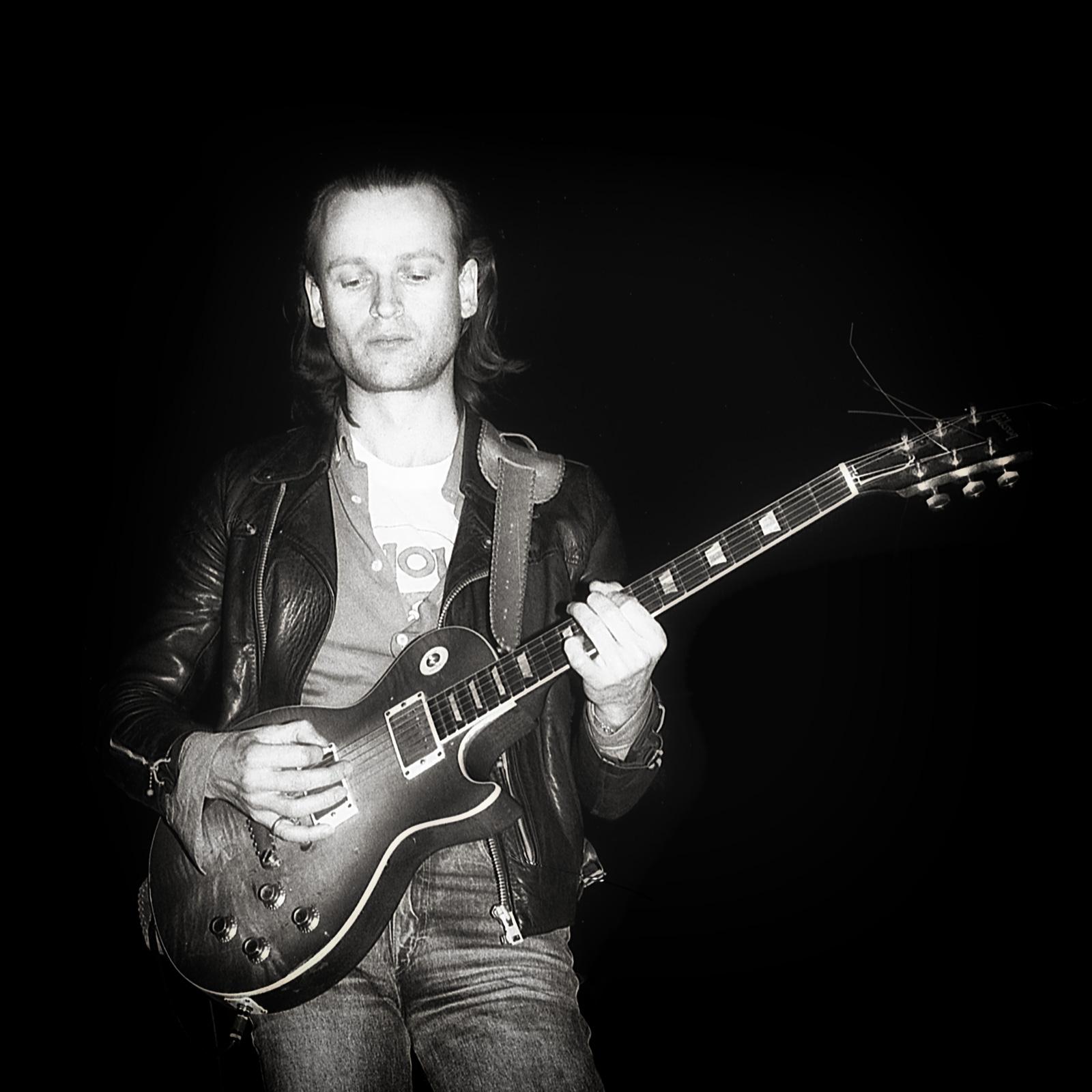 Eelco Gelling met gitaar door Frans Davids
