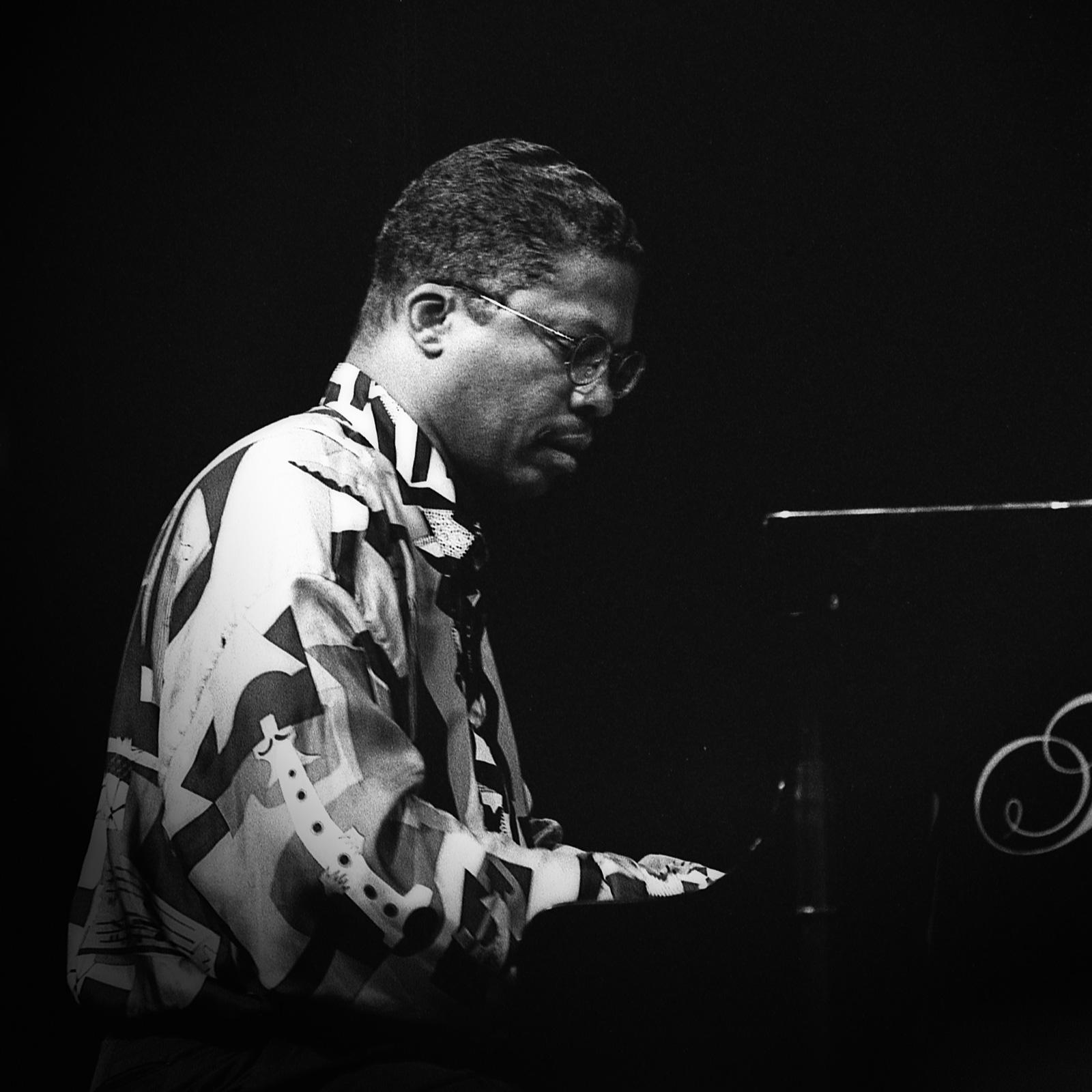 Herbie Hancock aan piano door Frans Davids