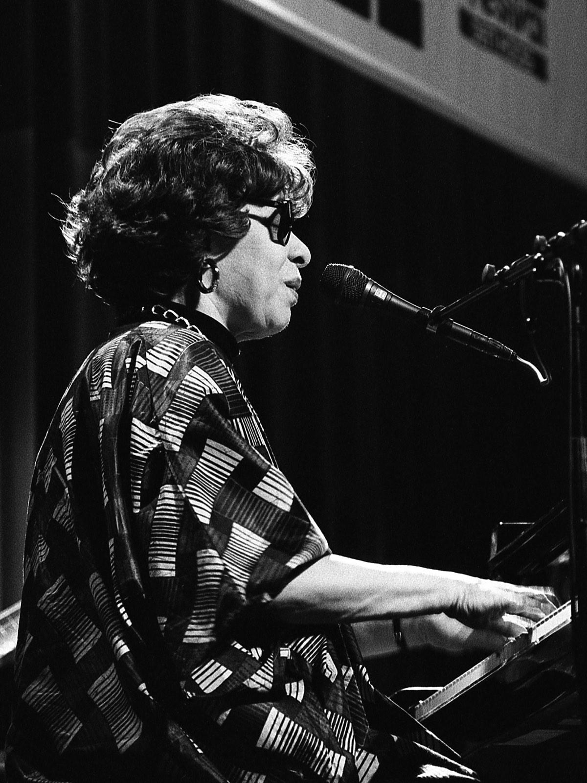 Shirley Horn aan piano door Frans Davids